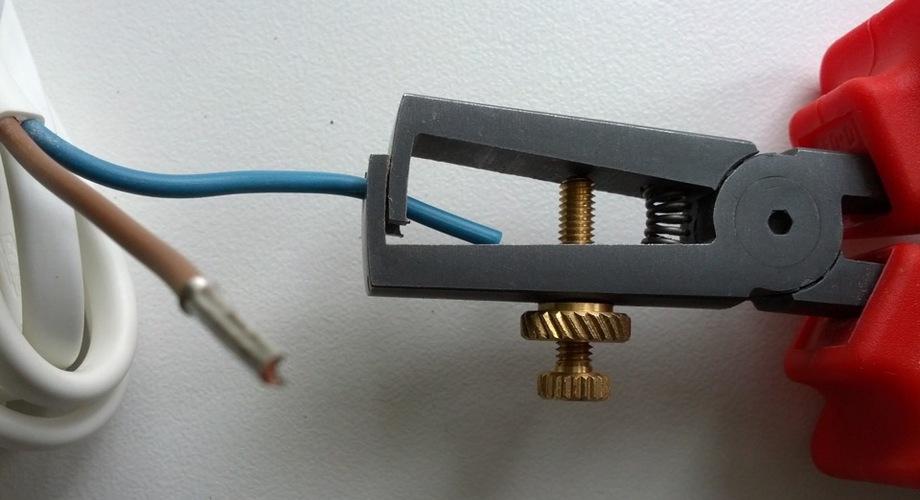 снятие изоляции с провода
